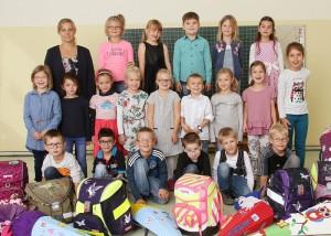 Die Klasse 1a mit ihrer Klassenlehrerin Frau Ottovordemgentschenfelde