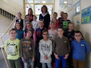 Die Klasse 4b mit ihrer Klassenlehrerin Frau Wege