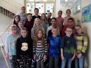 Die Klasse 4a mit ihrer Klassenlehrerin Frau Ottovordemgentschenfelde