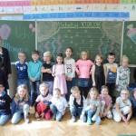 Die Klasse 1a mit ihrer Klassenlehrerin Frau Gentschenfelde