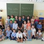 Die Klasse 1b mit ihrem Klassenlehrer Herrn Zickau
