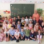 Die Klasse 1a mit ihrer Klassenlehrerin Frau Kröger